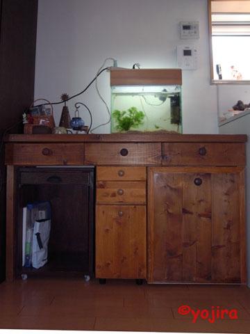 キッチン台横の家具